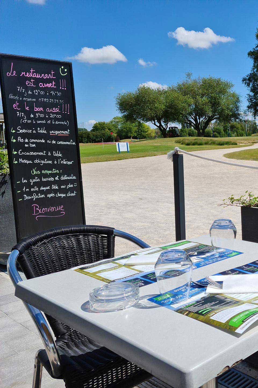 Déjeunez en toute quiétude avec vue sur le golf!